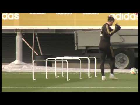 Gareth Bale playing golf in Madrid's training. Wales Golf Madrid