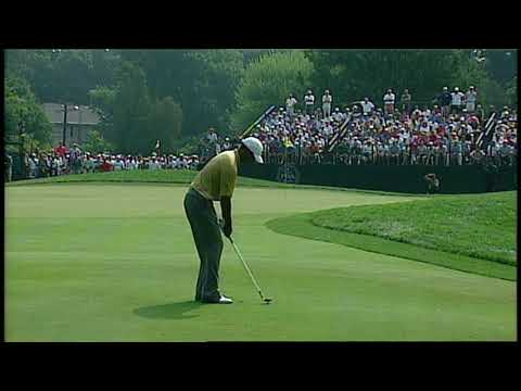 Tiger Woods chips in on the 10th hole at Baltusrol in 2005.